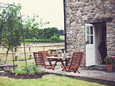 A cute cosy cottage on the banks of the River Usk