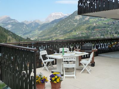 Photo for Spacious Apartment in the heart of Chatel village