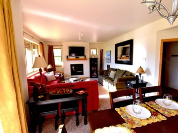 Luxury 2B/2B Downtown Condo, faces Hideaway Park(stage/sledding hill),Free WiFi