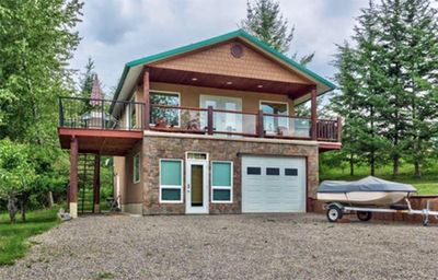 Self contained lake view suite on 1/2 acre across from beach.