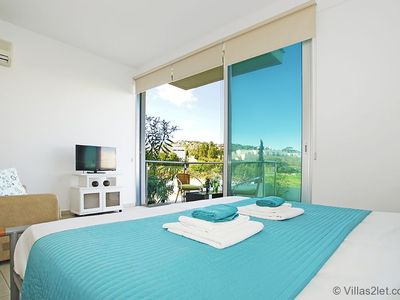 Photo for MERYL - 1bed apartment walking distance to fig tree bay beach