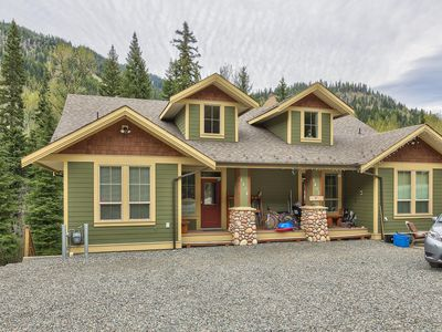 Photo for 4 bedroom, duplex with private Hot Tub, spacious patio and outdoor space