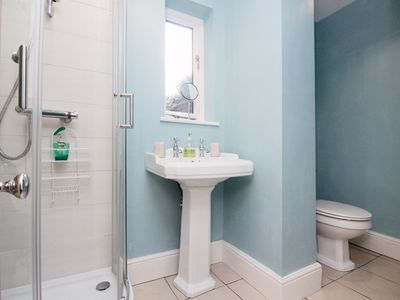 Beautiful Bathrooms Ellesmere Port 2 bed self catering cottage: cozy 2 bedroom self catering cottage