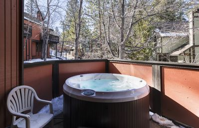 Comfortable Townhouse w/ 4 person Jacuzzi + gas Fireplace