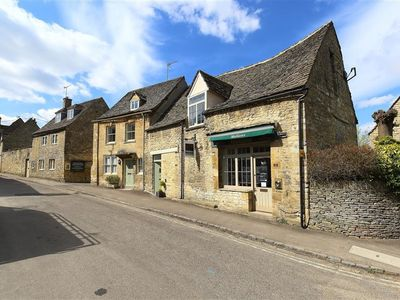 Photo for BURFORD'S OLD BAKERY, pet friendly in Burford, Ref 988695