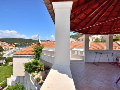 Photo for Apartment for 6 persons close to the water on Brac