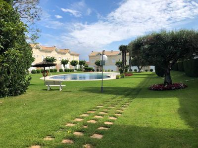 Photo for House with pool and private garden 700m from the beach