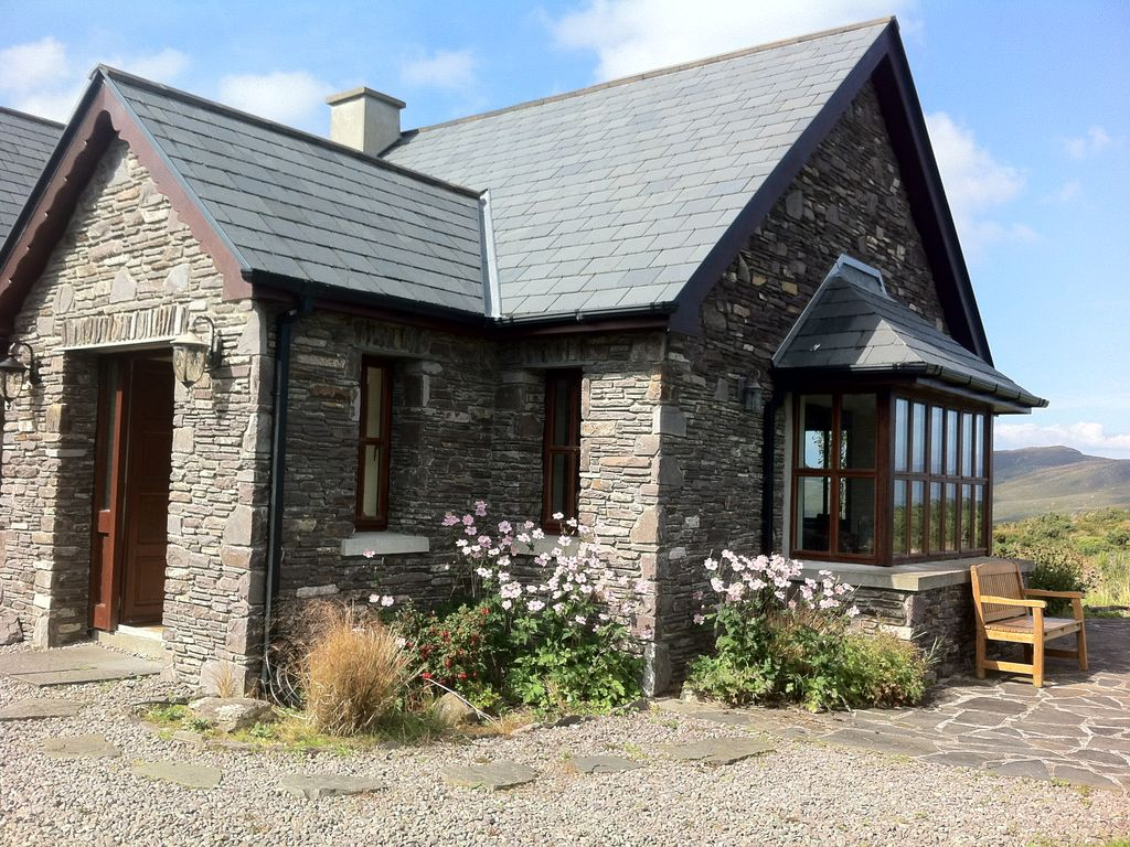 Luxury holiday house to rent on Caragh Lake, Wild Atlantic Way, great views