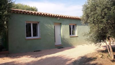 Photo for Comfortable villa in the heart of the Bandolais vineyards with private access, parking