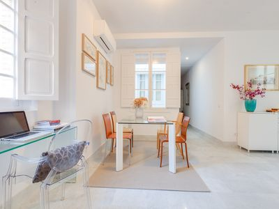 Photo for Elegant and comfortable apartment in the center of Sevilla