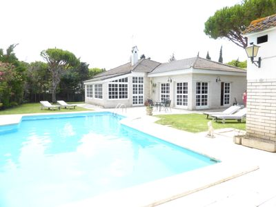 Photo for Villa with Private Pool 7 Minutes easy Walk to Beach. WIFI included