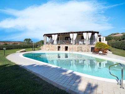 Photo for Luxurious Villa with Wi-Fi, Air Conditioning and Fantastic Pool Area with Sea View