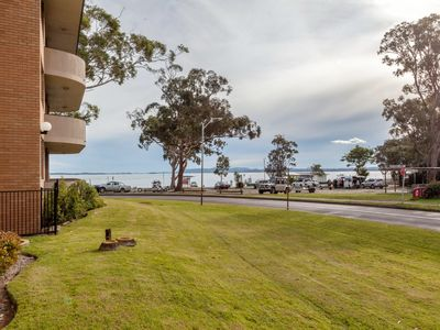 Photo for 4 'Villa Ellisa', 10 Columbia Close - fantastic water views