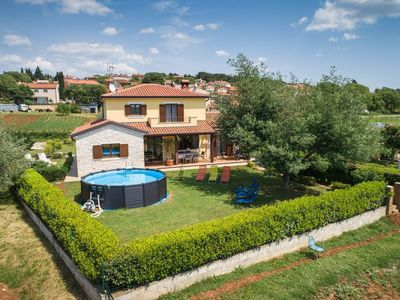 Photo for Holiday home in a quiet village only 5 minutes from Zelena Laguna