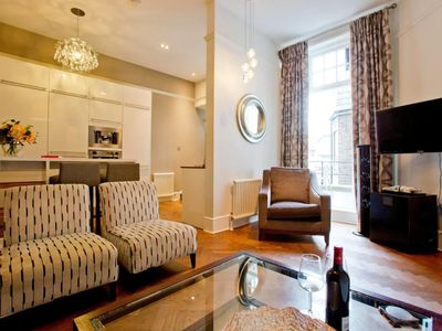 Photo for Stunning 2bed 2 bath High St Kensington, private terrace