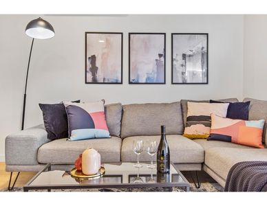 Photo for Bright boutique apartment on the edge of the CBD