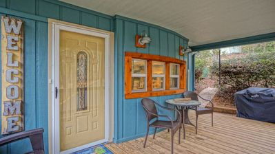 Photo for Coach's Cabin - Completely remodeled! Fenced yard! Close to amenities in Linville Land Harbor.