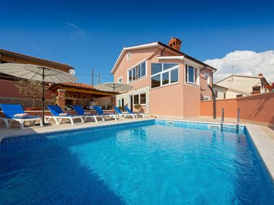 Photo for 3BR Villa Vacation Rental in Kaštelir, Istria County