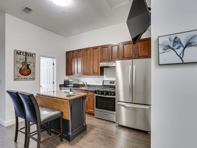 Photo for Beautiful 2 Bed 2 Bath near Logan Circle