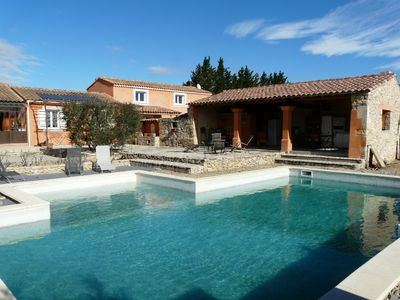 Photo for Holiday home with pool near Isle sur la Sorgue in the Luberon