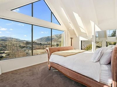 Photo for Lindmore Lodge - Queenstown Holiday Home