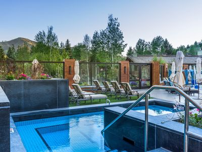 Photo for Comfy mountain condo w/ shared hot tub, pool & more, easy ski access!