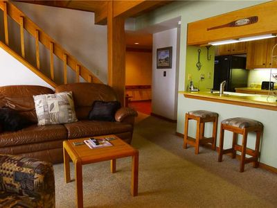 Photo for 3 Bedroom, 4th floor with Elevator, Hot Tub, Close Walk to the Base Area!