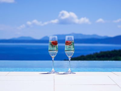 Photo for Infinity pool, panoramic view and antiques