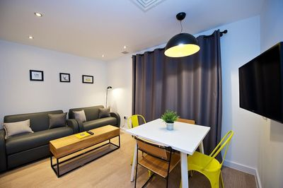 Manchester Piccadilly Two Bedroom Sleeps 5 - Living Area With Dining And TV