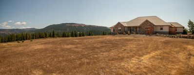 Beautiful Country Retreat in a High Prairie at the Cascade Mountains