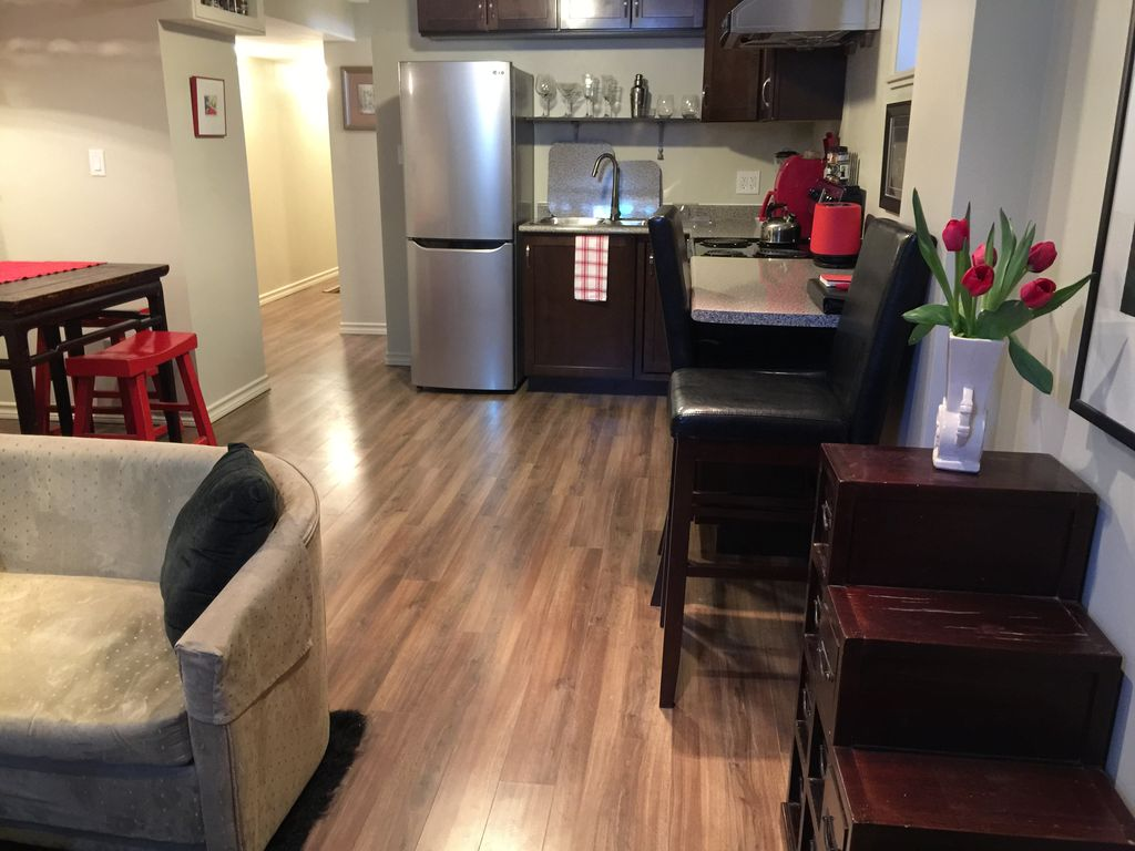 Eastbeach Bnb 1 Or2 Bedroom Bright New Renovated Basement