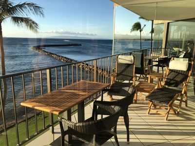 Lanai with outdoor seating and lounging