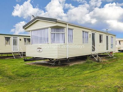 Photo for 6 berth mobile home to hire in Clacton-on-sea, Essex holiday park. One pet ok.