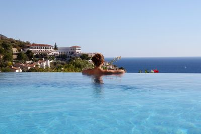 Cooling off in the pool looking out to sea