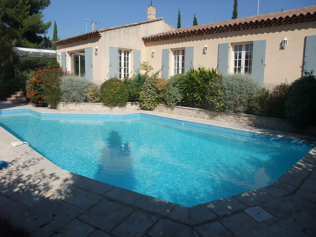 Sanary ollioules villa climatisee grande piscine chauffee for Piscine ollioules