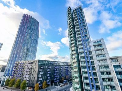 Photo for Lovely 2bed, 2bath apt - 5mins to Central line