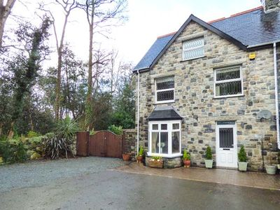 Photo for TAN Y COED, pet friendly, with hot tub in Llanbedr, Ref 953381