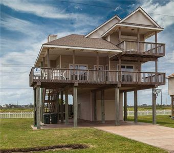 Photo for Seabreeze | 4 BR/2 BA | Sleeps 8 | Beachside in Spanish Grant