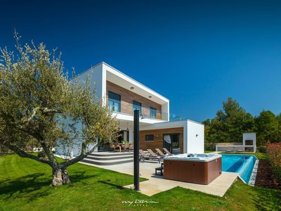 Photo for Truly amazing modern villa with pool near Porec