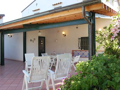 Photo for Superb villa a few steps from the sea, sleeps 8