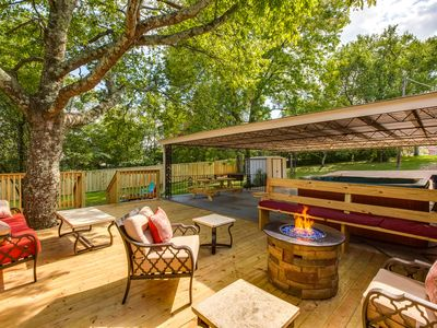 Photo for 3 Bed/2 Bath Like New - Hot Tub, Bar & 2 Fire Pits