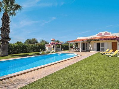Photo for 4 bedroom villa, close to Vilamoura, large pool, air con & free Wi-Fi