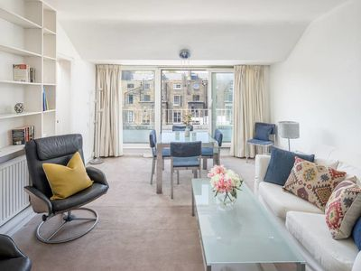Photo for Cosy 2 bed apt w/Balcony next to Hyde Park
