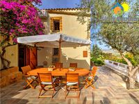 Fantastic villa, beautiful scenery, brilliant location. A great find!