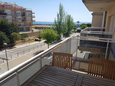Photo for Apartment with communal pool, air conditioned, wifi, located on the seafront