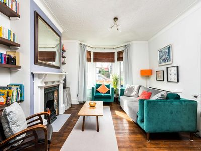 Photo for NEW Super 3BD Family Home Stunning London Views