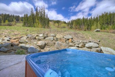 Hottub with a View in Springtime