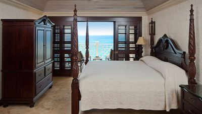 Four poster king size bed with beautiful views