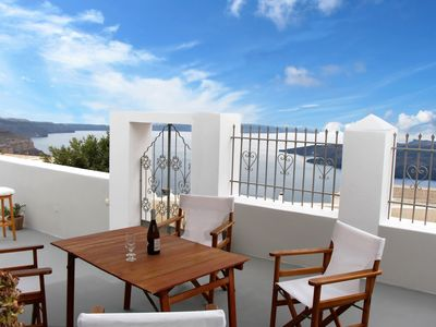 Photo for Villa DALI: 3-bedroom house for families/friends with unique view to the Volcano