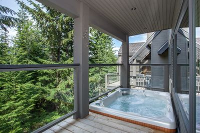 Private outdoor hottub!